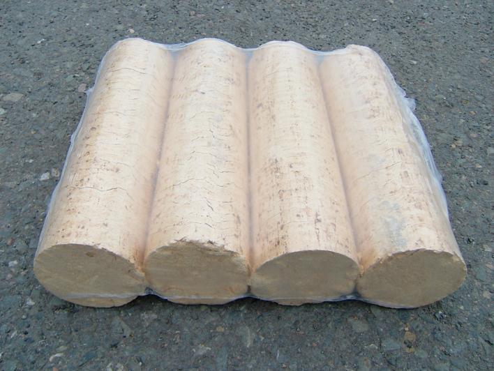 Dřevěné brikety balené ve folii
