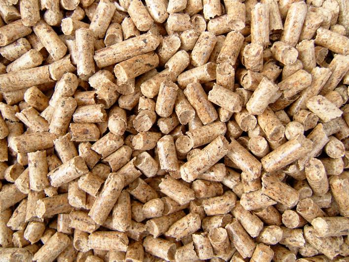 Dřevěné pelety s kůrou