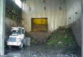 Drcení a homogenizace vstupních materiálů pro zemědělské kompostárny probíhá ve žlabu
