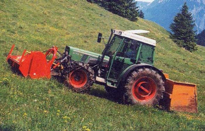 Čelní zavěšení cepového mulčovače menšího záběru firmy Humus je výhodné zvláště na svažitých plochách v horských oblastech