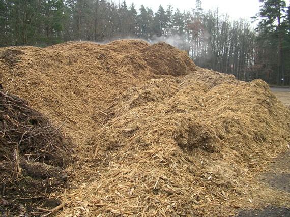 Biomasu lze zpracovat na produkt využitelný ve všech druzích kotlů