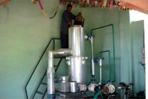Souproudý zplyňovací generátor v kombinaci s plynovým motorem [1]