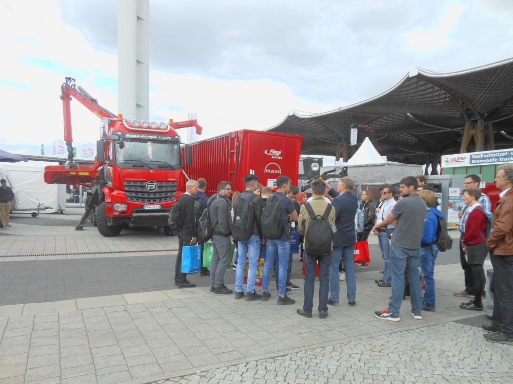 Dvakrát denně Carsten Brüggemann informoval o technických inovacích na veletrhu LIGNA