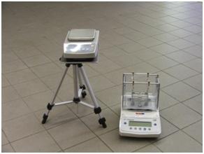 Přístroje pro měření hustoty lisovaných biopaliv  (archiv VÚZT, v.v.i.)