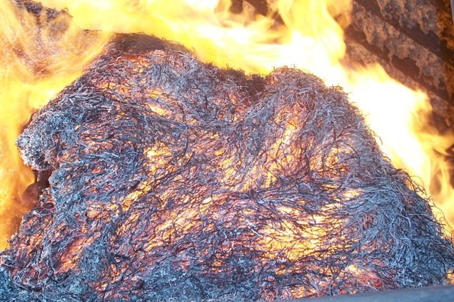 Pohled do kotle STEP Trutnov při spalování sena