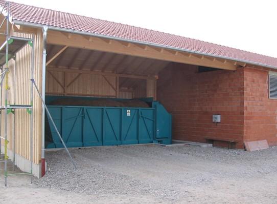 Dávkovací zařízení s dopravníkem umožňuji příjem slamnatého hnoje