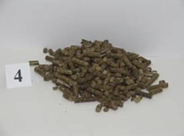 Topné pelety (příklady): z řepkové slámy s aditivem kakaových   slupek