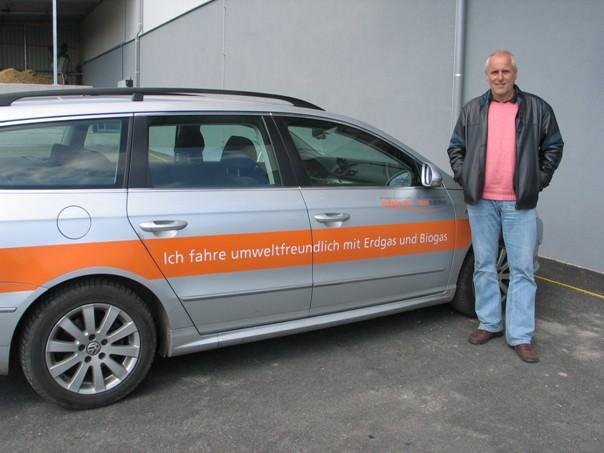 Dipl. Ing. Josef Cerny (foto) nám řekl, že podle zásady společnosti jezdí všechna její auta výhradně na bioplyn