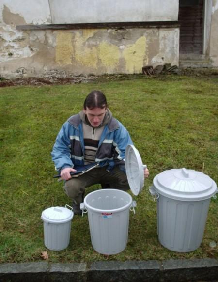 Nádoby na oddelený zber kuchynských bioodpadov.