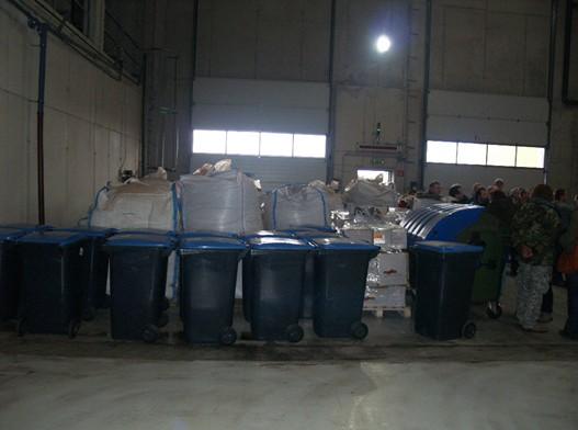 Odpady z výroby koření (žoky vzadu)