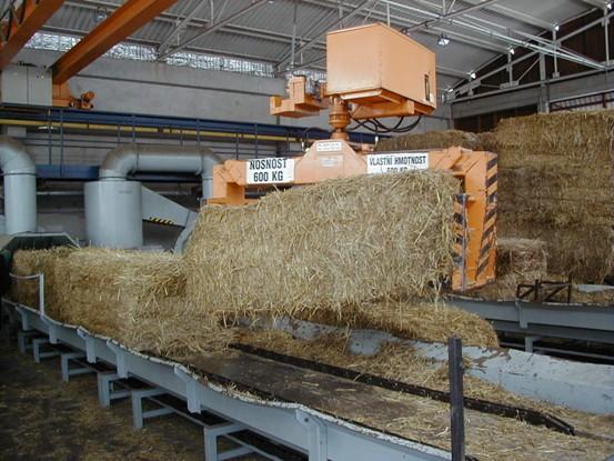 V kotelně se ročně spotřebuje cca. 4 - 4,5 tisíc tun paliva, z toho asi polovina slámy.