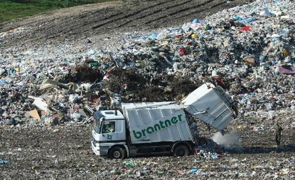 Komunální odpad končí na skládkách
