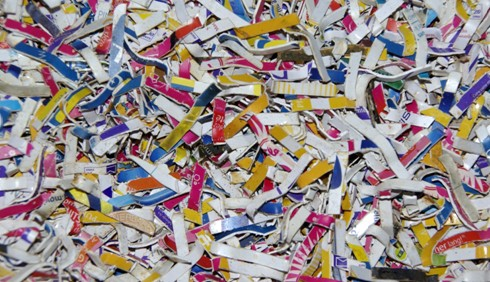 Materiál určený k pyrolýzování nadrcené plastové karty