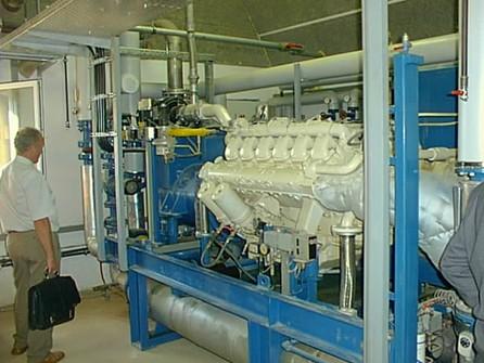 Motor kogenerační jednotky produkuje z dodaného bioplynu z 1/3 elektrickou a ze 2/3 tepelnou energii