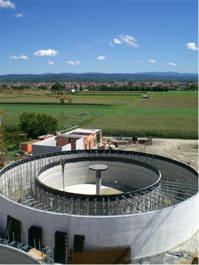 "Koncepce firmy Hochreiter- fermentor ""kruh v kruhu"""