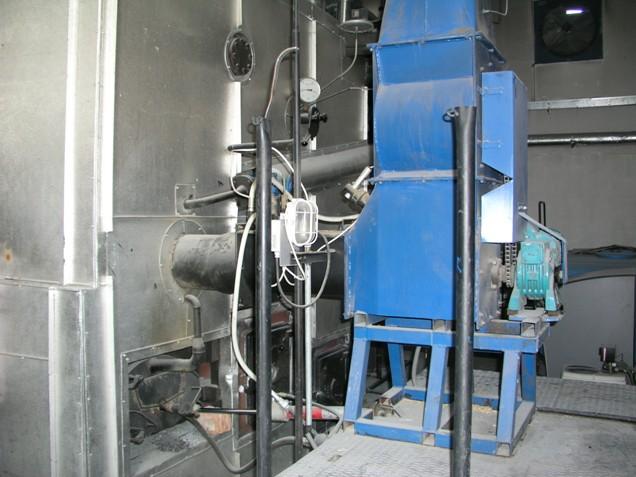 Šnekový dopravník pro přísun paliva do kotle s ochranou proti zpětnému prohoření: způsob vkládání paliva do kotle musí být přizpůsobený používaným surovinám.