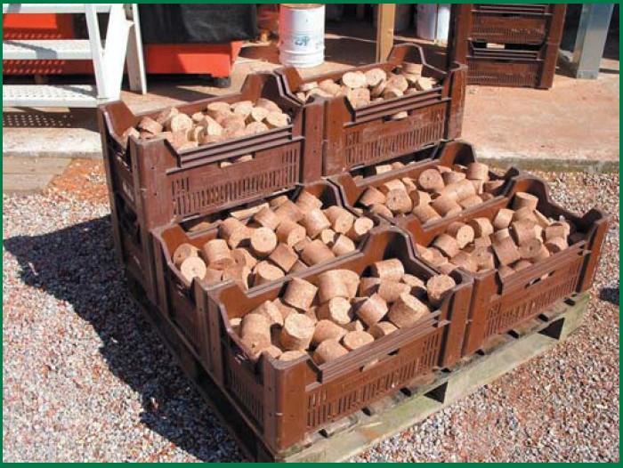 Dřevěné brikeky