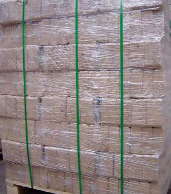 Dřevěné brikety připravené k distribuci