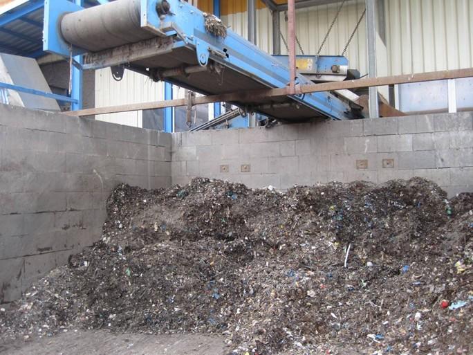 Výstupný produkt mechanické předúpravy směsného odpadu neboli tzv. podsítná frakce, který je určen pro následnou anaerobně-biologickou úpravu