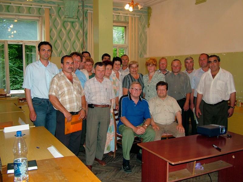 Absolventi postgraduálního kurzu ochrany životního prostředí, v popředí čeští lektoři