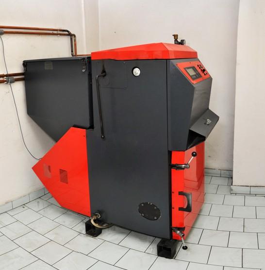 Automatický kotel VERNER umístěný v kravíně